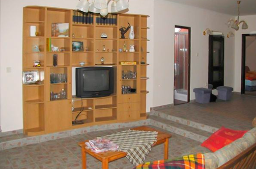 appartement Fanny tv